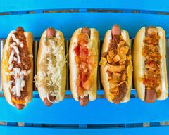 Suzie's Dogs & Drafts (Youngstown)