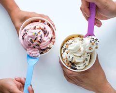 Yogurty's Froyo (Dufferin & Autumn Hill)
