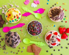 Menchie's Frozen Yogurt (245 N Barranca St)