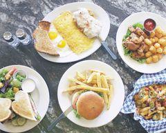 Quinn's Restaurant & Lounge
